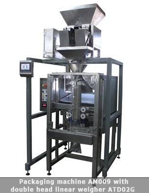 Vertical form fill seal machine with double head linear weigher